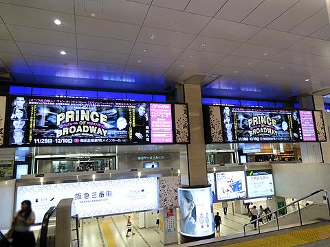 阪急 梅田駅 デジタルサイネージ ツインビジョン